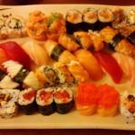Sushi especial no Fujiyama. Muita comida, mas achamos que é melhor pedir temaki. Se for pedir esse pratão, lembre de pedir sem cream cheese.